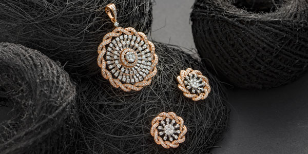 Rose gold and diamonds pendant and earrings set for Vajra Gifting segment