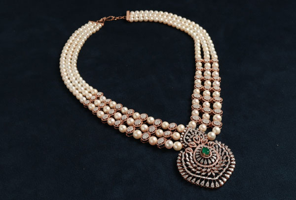 Large Pearls, Diamonds and Gems necklace for necklace segment
